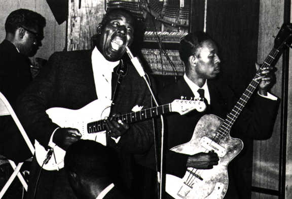 Howlin' Wolf in full cry at Sylvio's
